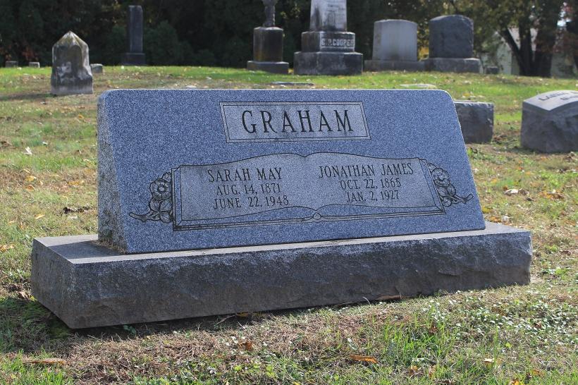 Jon.&Sarah grave
